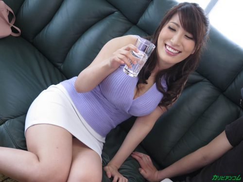 巨乳の女友達と宅飲み